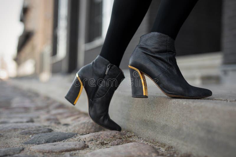 高跟鞋起动 免版税图库摄影