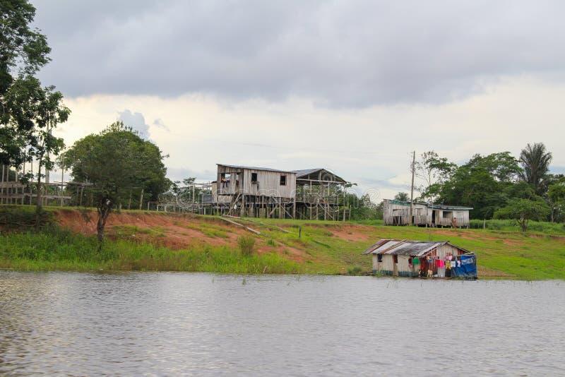 高跷的亚马孙河房子在Amazonas,巴西 库存图片