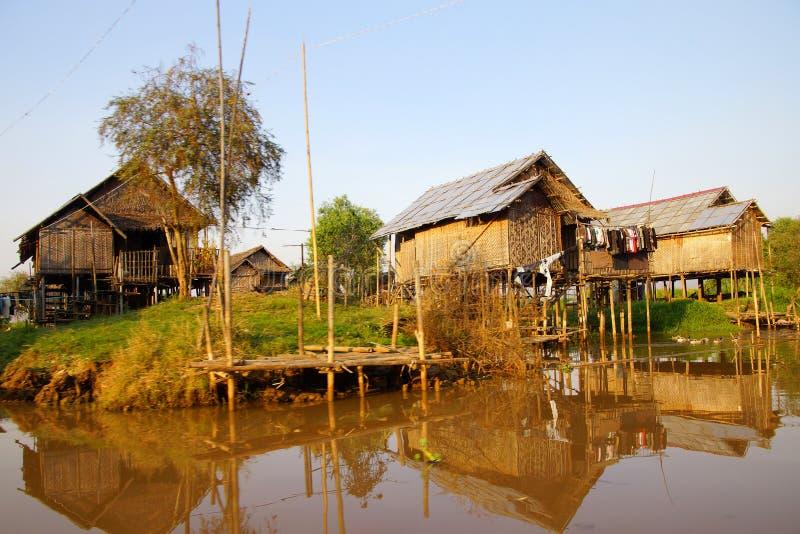 高跷的传统单房子在Hsipaw Inle湖 免版税库存图片