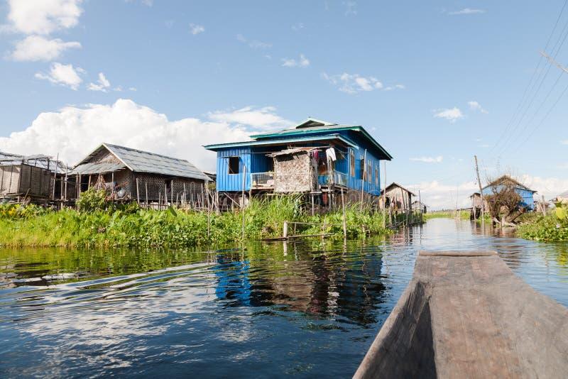 高跷的,曼村Thauk, Inle湖木房子 库存图片