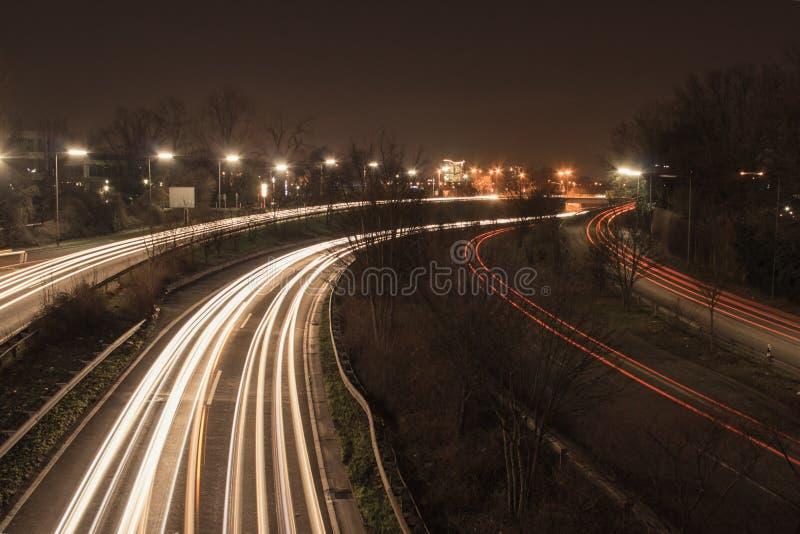高速公路在晚上 免版税库存照片