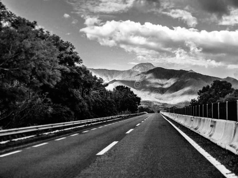 高速公路墨西哥135D瓦哈卡向提瓦坎 黑色白色 旅行在墨西哥 库存照片