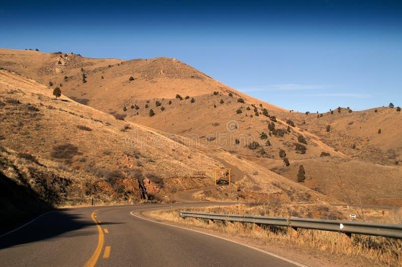 高速公路小山路 免版税库存照片