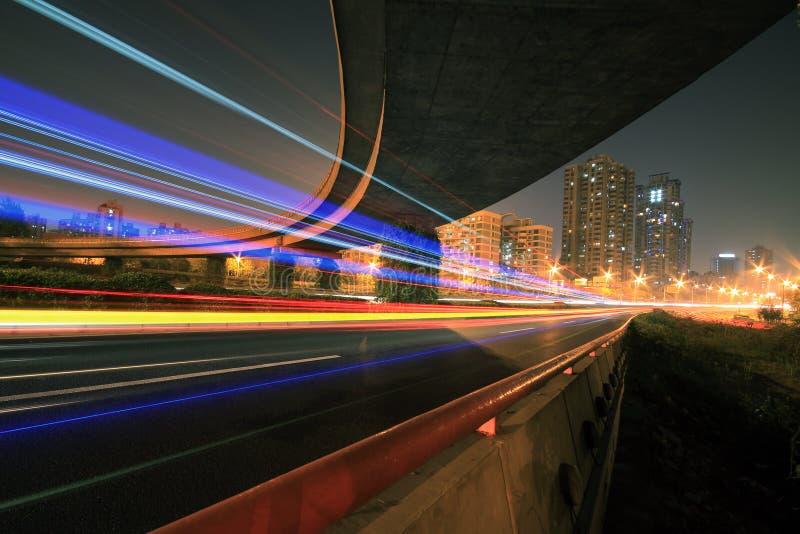 高速公路桥梁在晚上 免版税库存图片