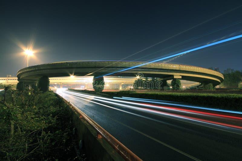 高速公路桥梁在晚上 库存照片