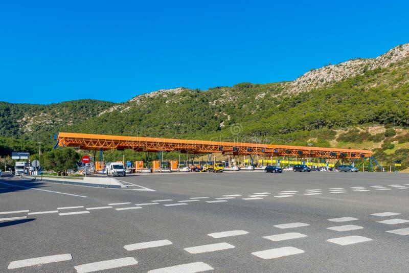 高速公路的收费所在锡切斯西班牙附近 库存照片