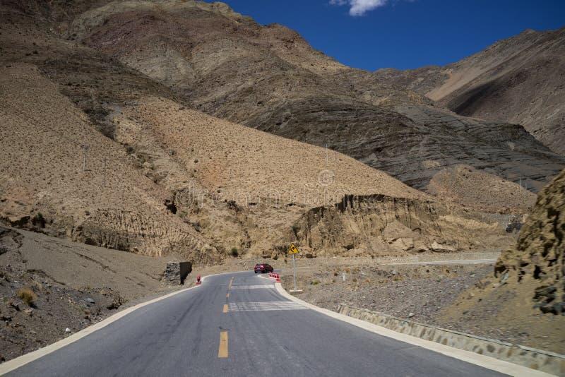 高速公路通过山 库存照片