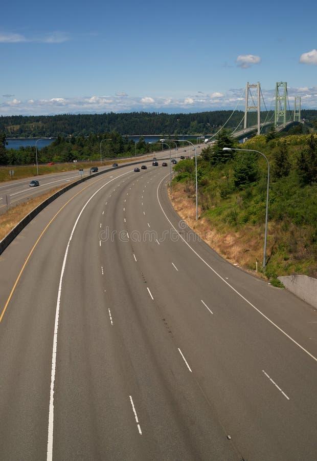 高速公路16在塔科马港狭窄的桥梁的横渡的皮吉特湾 图库摄影