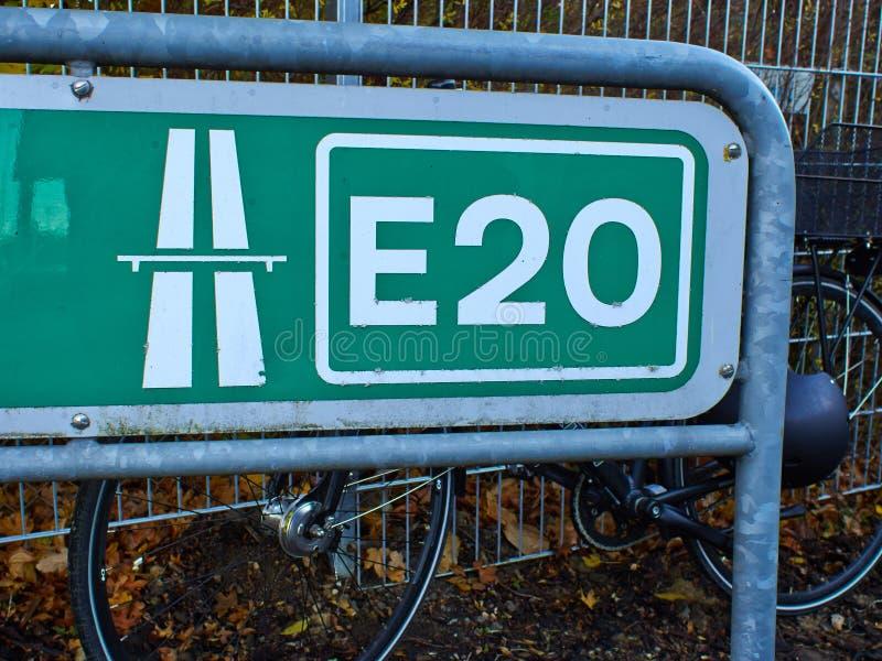 高速公路E20十字架北部欧洲 免版税库存照片