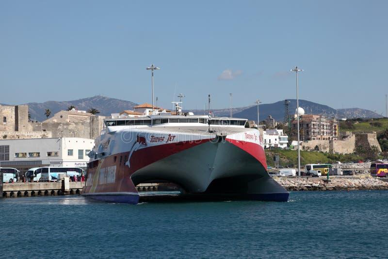高速渡轮船在塔里法角,西班牙 免版税库存图片