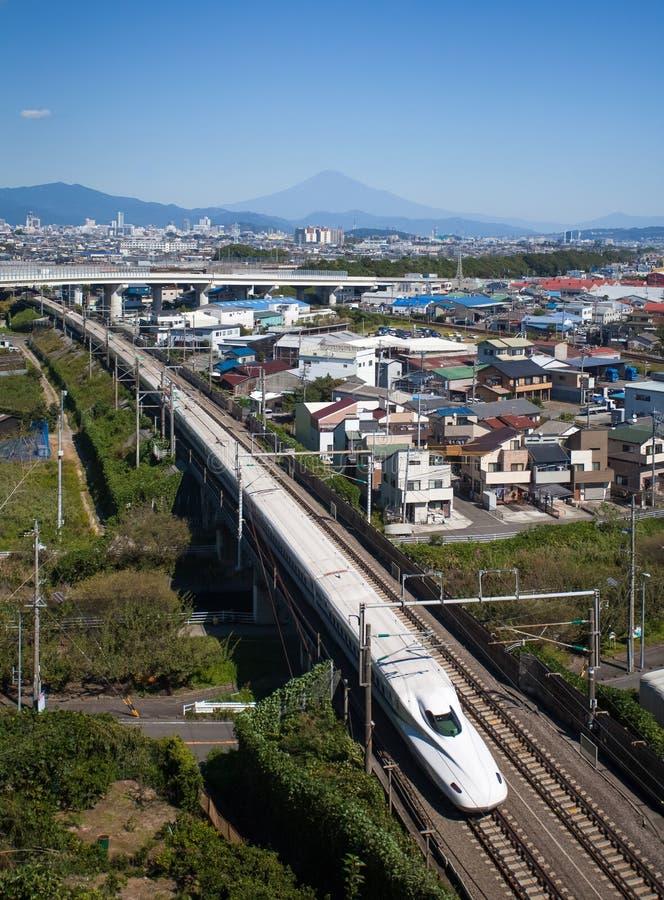 高速火车东海道Shinkansen有山富士看法  免版税库存照片