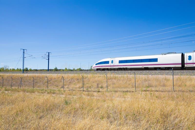 高速火车的机车在乡下 库存图片