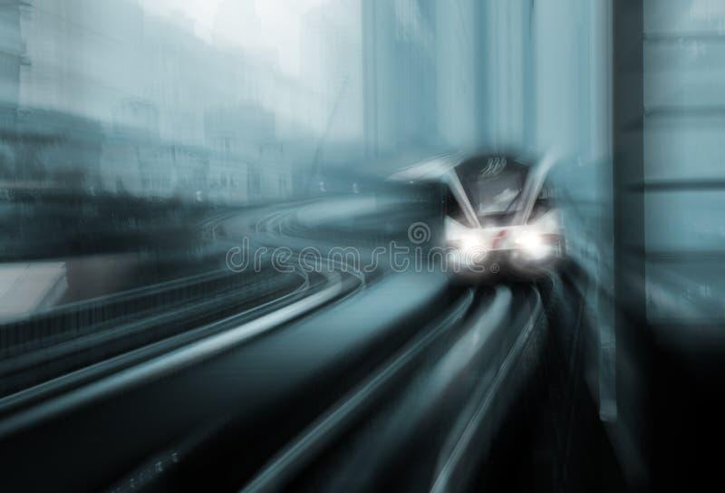 高速火车行动迷离  免版税库存照片
