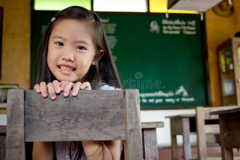 兴高采烈的亚裔女孩 免版税图库摄影