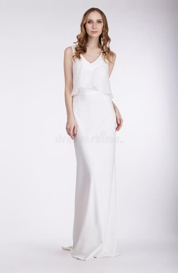 高雅 无袖的礼服的美丽的新娘 库存图片