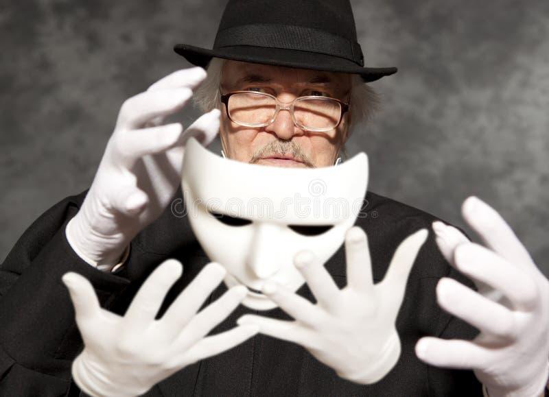 高顶丝质礼帽陈列把戏的魔术师 魔术,表现,马戏 图库摄影