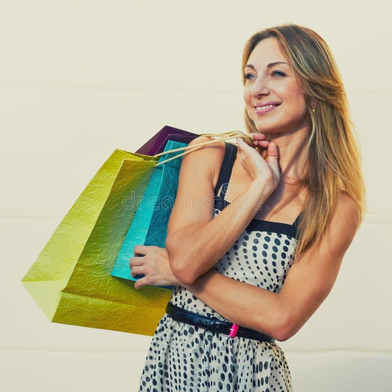 高兴的相当女性顾客 免版税库存照片