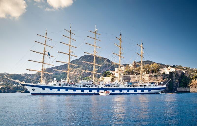 高5帆柱的船 库存照片