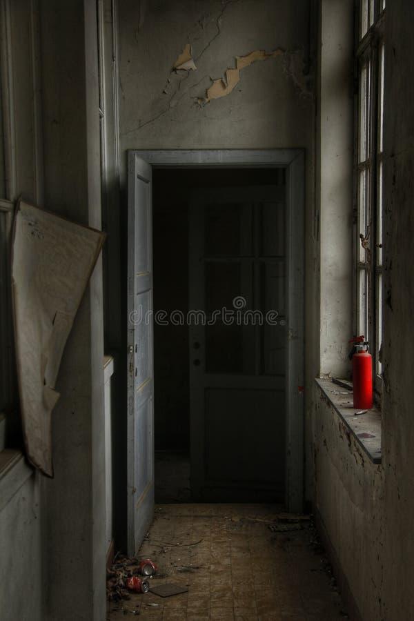 鬼的门在一个被困扰的房子里 免版税库存图片