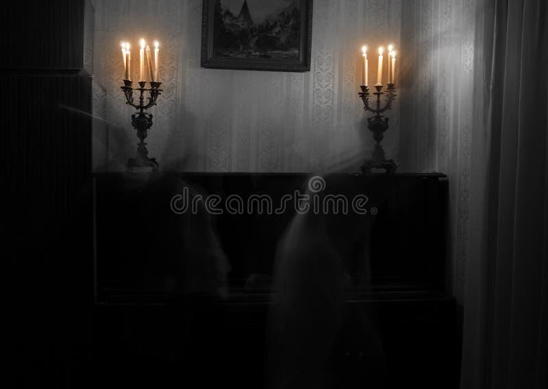 鬼魂妇女在屋子里 免版税图库摄影