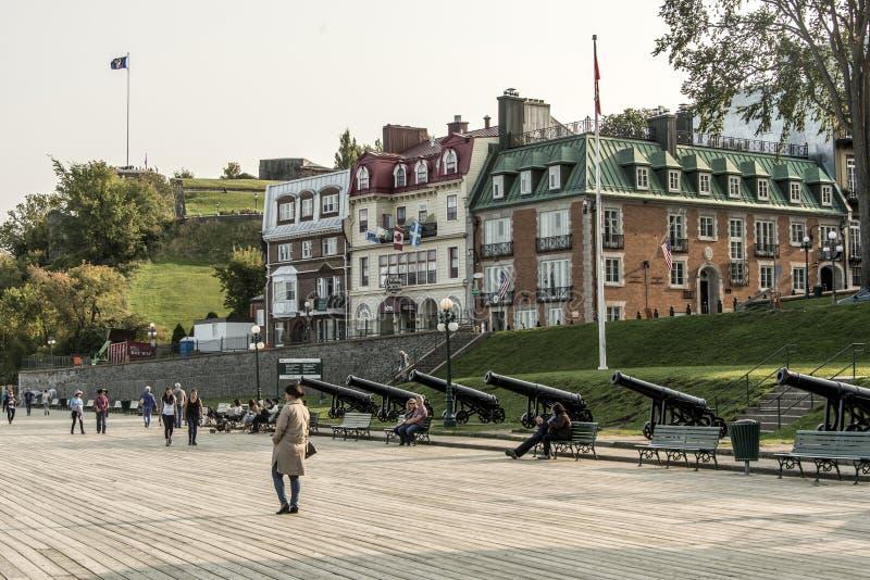 魁北克市加拿大13 09 Terrasse的在圣劳伦斯小河联合国科教文组织世界遗产名录站点上位于的Dufferin 2017个游人 库存照片