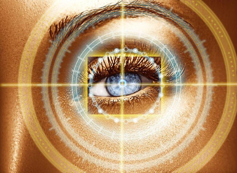 魅力发光的金专家构成 与数字式圈子的抽象眼睛 未来派视觉科学和证明概念 免版税库存照片