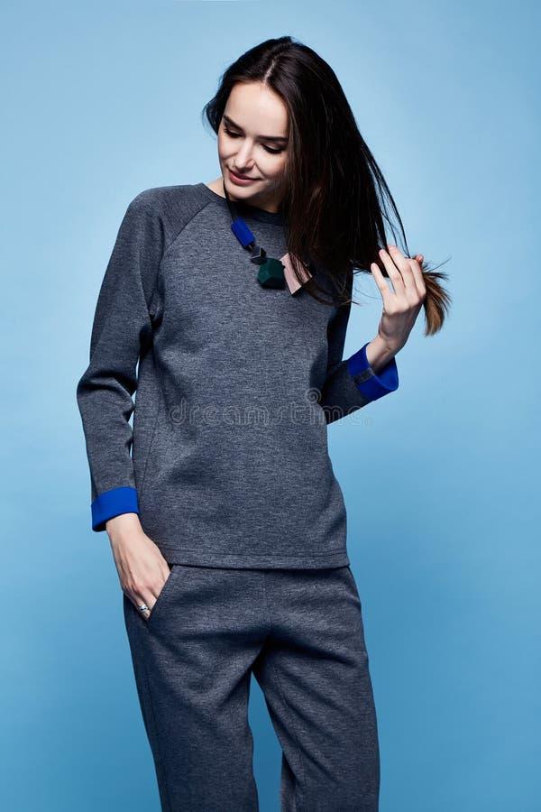 魅力时尚样式美丽的妇女性感的衣裳偶然衣服s图片