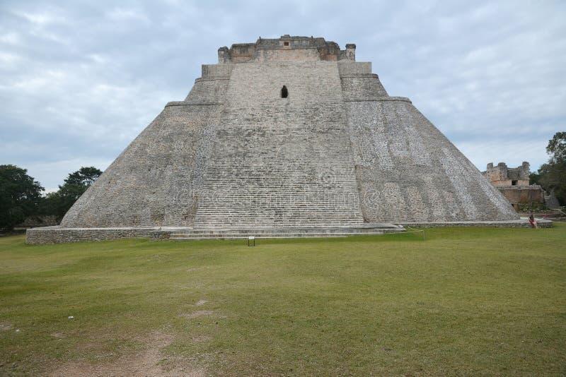 魔术师,乌斯马尔,尤卡坦半岛,墨西哥的金字塔 库存照片