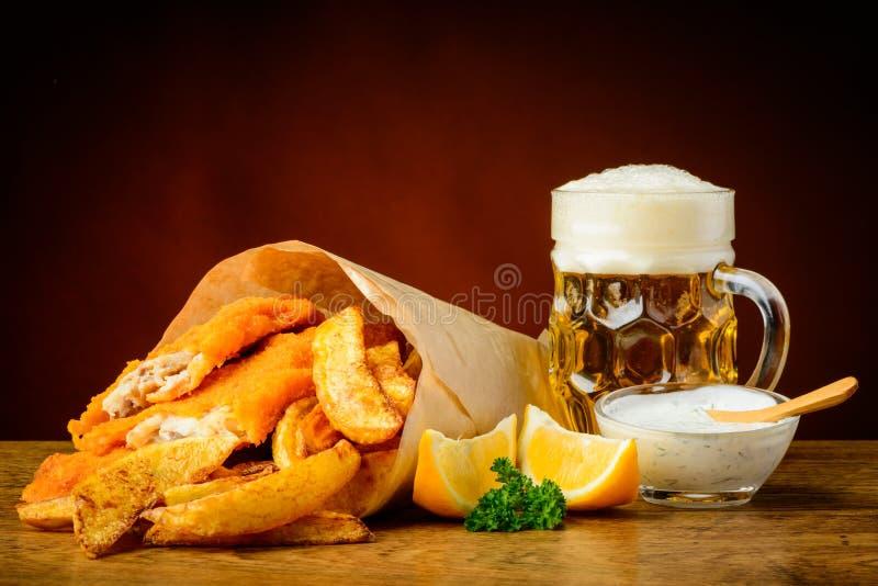 鱼、芯片和啤酒 库存图片