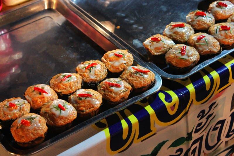 鱼在叶子是食物在泰国的香蕉用咖哩粉调制 免版税库存图片
