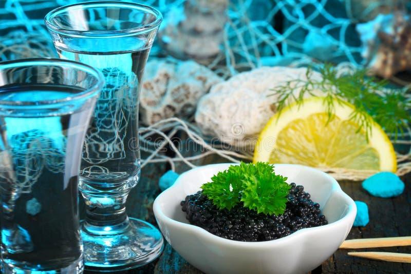 鱼子酱和伏特加酒 免版税库存照片