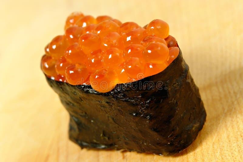 鱼子酱寿司 免版税库存照片