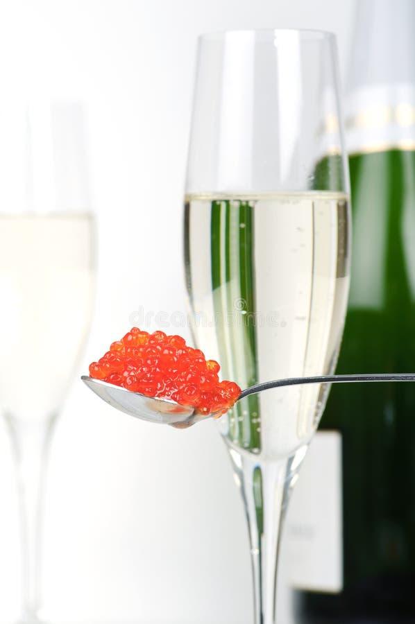 鱼子酱香槟 免版税图库摄影