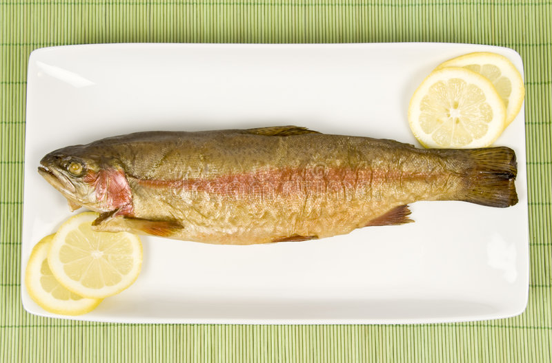 鱼彩虹熏制的鳟鱼 免版税库存图片