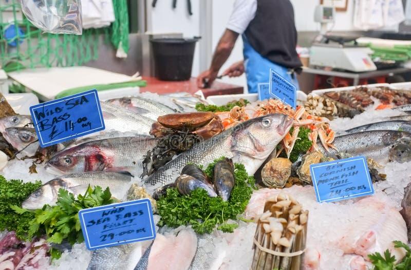 鱼新鲜市场停转 库存图片