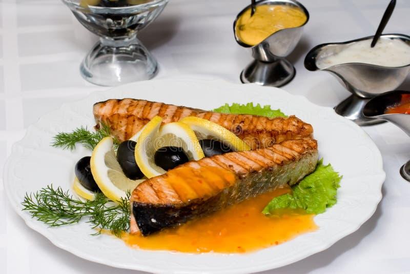 鱼新鲜的烤三文鱼 库存图片