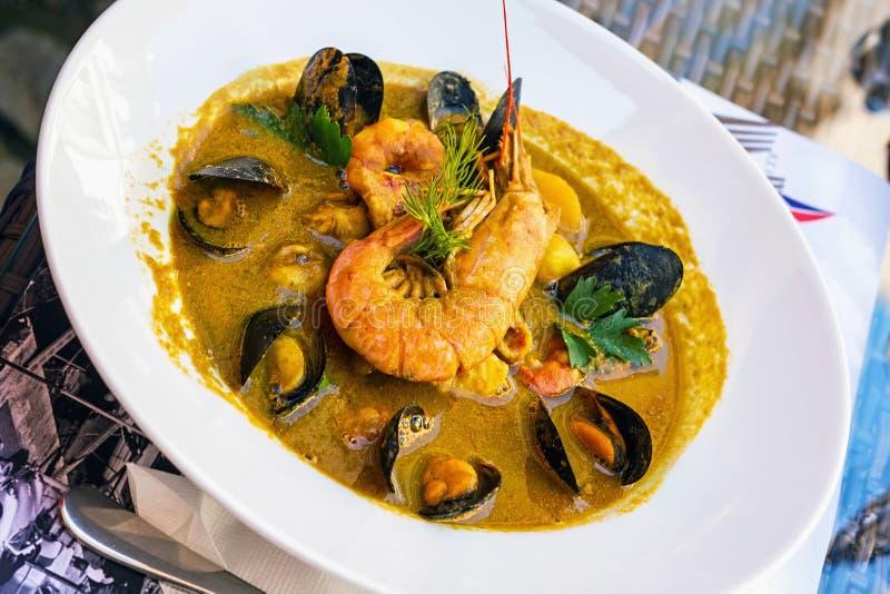 鱼汤-法式海鲜汤 库存照片