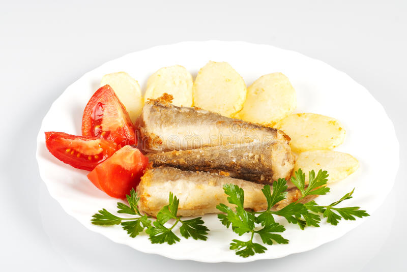 Download 鱼油煎的土豆 库存图片. 图片 包括有 海鲜, 牌照, 蔬菜, 荷兰芹, 法国, 背包, 食物, 布料, 空白 - 22358397