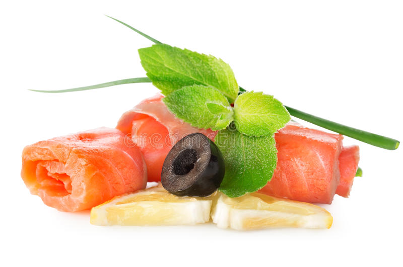 鱼用橄榄和柠檬 免版税图库摄影