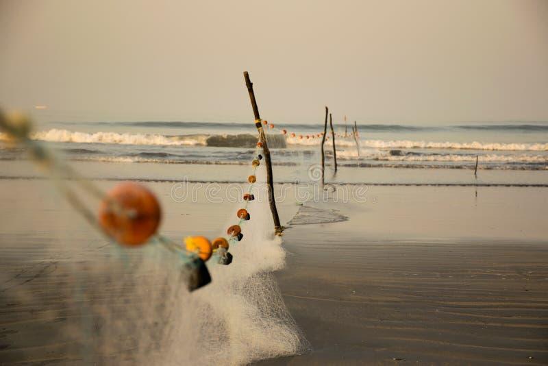 鱼网在一个海滩安排了在印度 库存照片