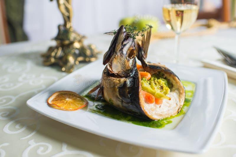 鱼宴被充塞的菜 库存图片