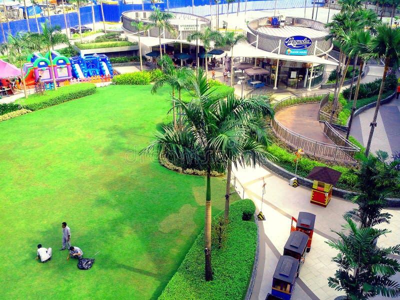 鲁宾逊的木兰购物中心公园在奎松市,马尼拉,菲律宾在亚洲 图库摄影