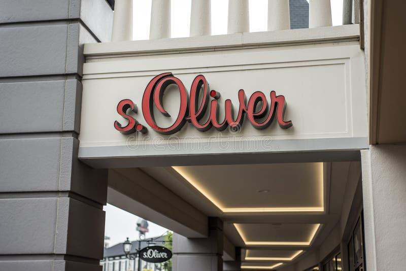 鲁尔蒙德,荷兰07 05 2017年S商标  奥利佛史东商店在Mc亚瑟幽谷设计师出口商店地区 库存图片
