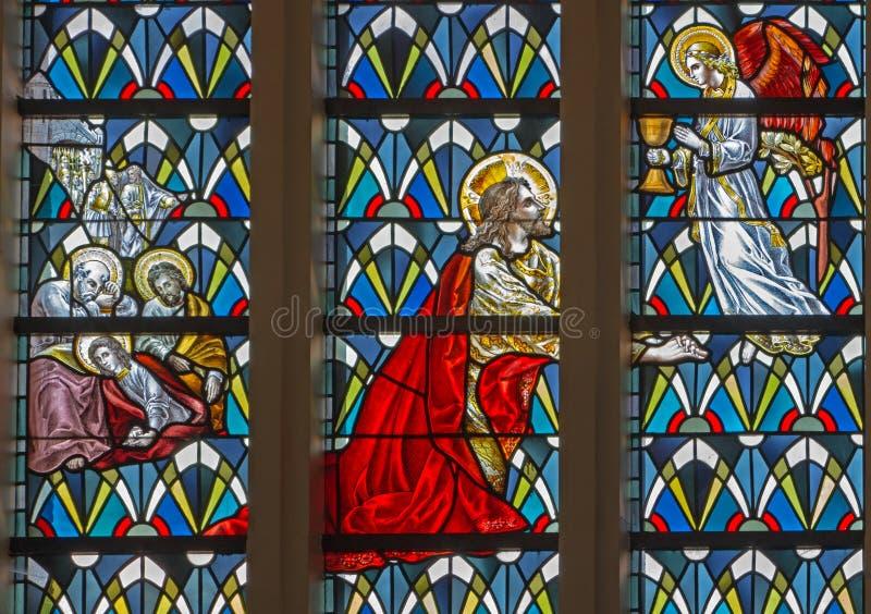 鲁汶,比利时- 9月3 :耶稣祷告在Gethsemane庭院里在从19。分的圣安东尼教会里。 库存图片