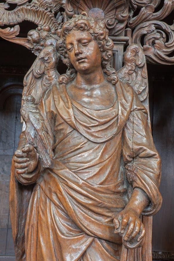 鲁汶-作为高洁形式圣Michaels教会(Michelskerk)的标志的被雕刻的天使 免版税库存图片