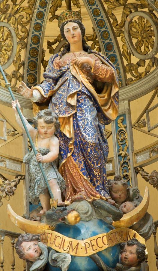 鲁汶-巴落克式样被雕刻的玛丹娜在圣Michaels教会(Michelskerk)里 图库摄影