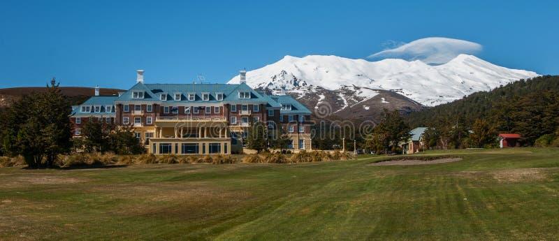 鲁阿佩胡山和Cahteau Tongariro的全景图象 库存图片