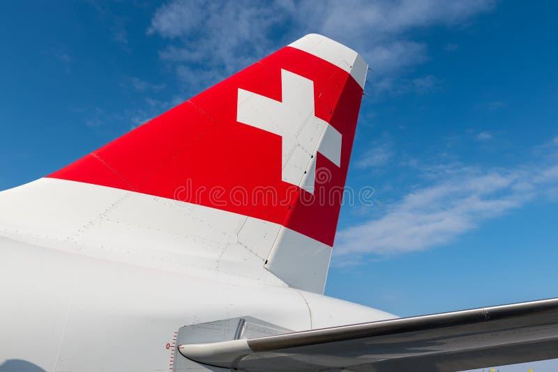 鲍里斯皮尔,乌克兰- 2018年3月26日:有瑞士旗子的瑞士航空公司飞机 第一次瑞士航空公司飞行的会议 免版税库存照片