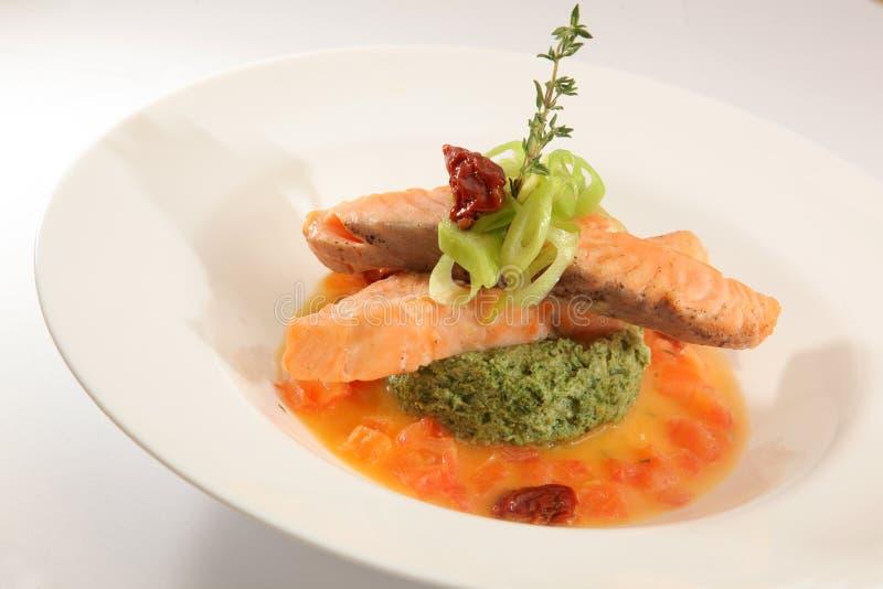 Download 鲑鱼排用小汤 库存照片. 图片 包括有 膳食, 特写镜头, 新鲜, 槭树, 会议室, 烹调, 牌照, 有机 - 72362756