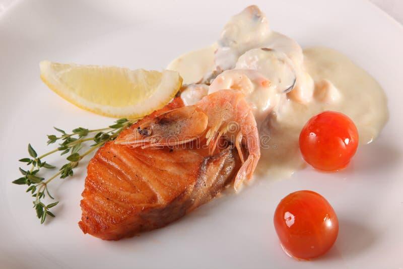 Download 鲑鱼排用小汤 库存图片. 图片 包括有 油煎, 正餐, 会议室, 理发店, 餐馆, 美食, ,并且, 内圆角 - 72363913